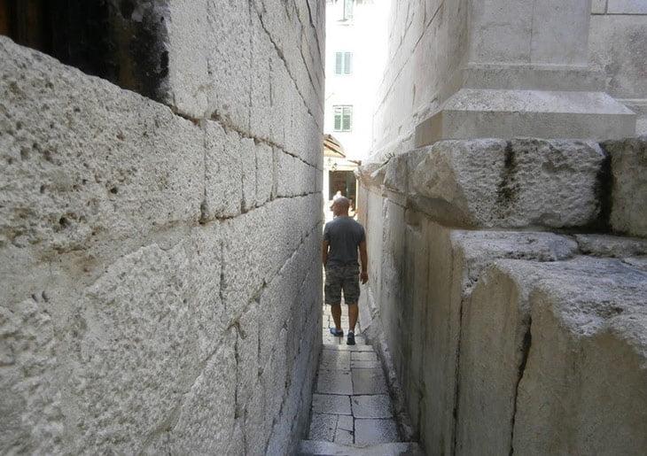 Split - Let me Pass Street